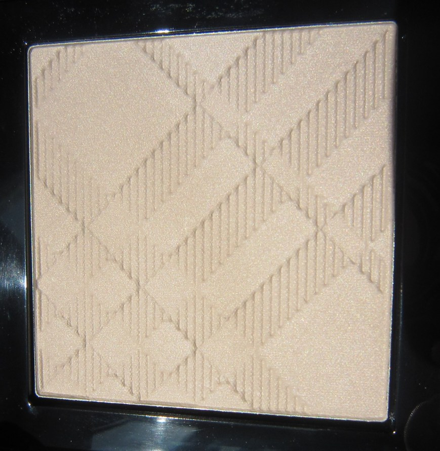 Burberry Fresh Glow Luminous Highlighting Powder Nude Radiance No. 1Burberry Fresh Glow Luminous Highlighting Powder Nude Radiance No. 1