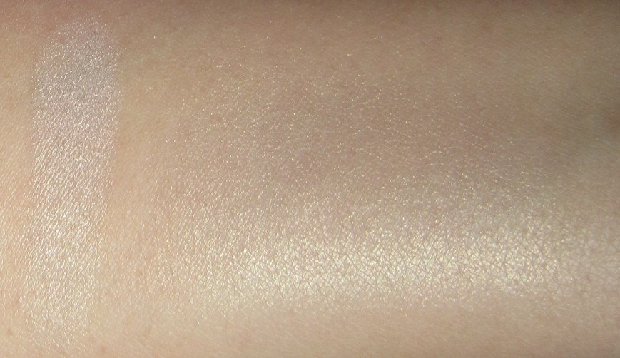 chanel poudre signee de chanel illuminating powder swatch